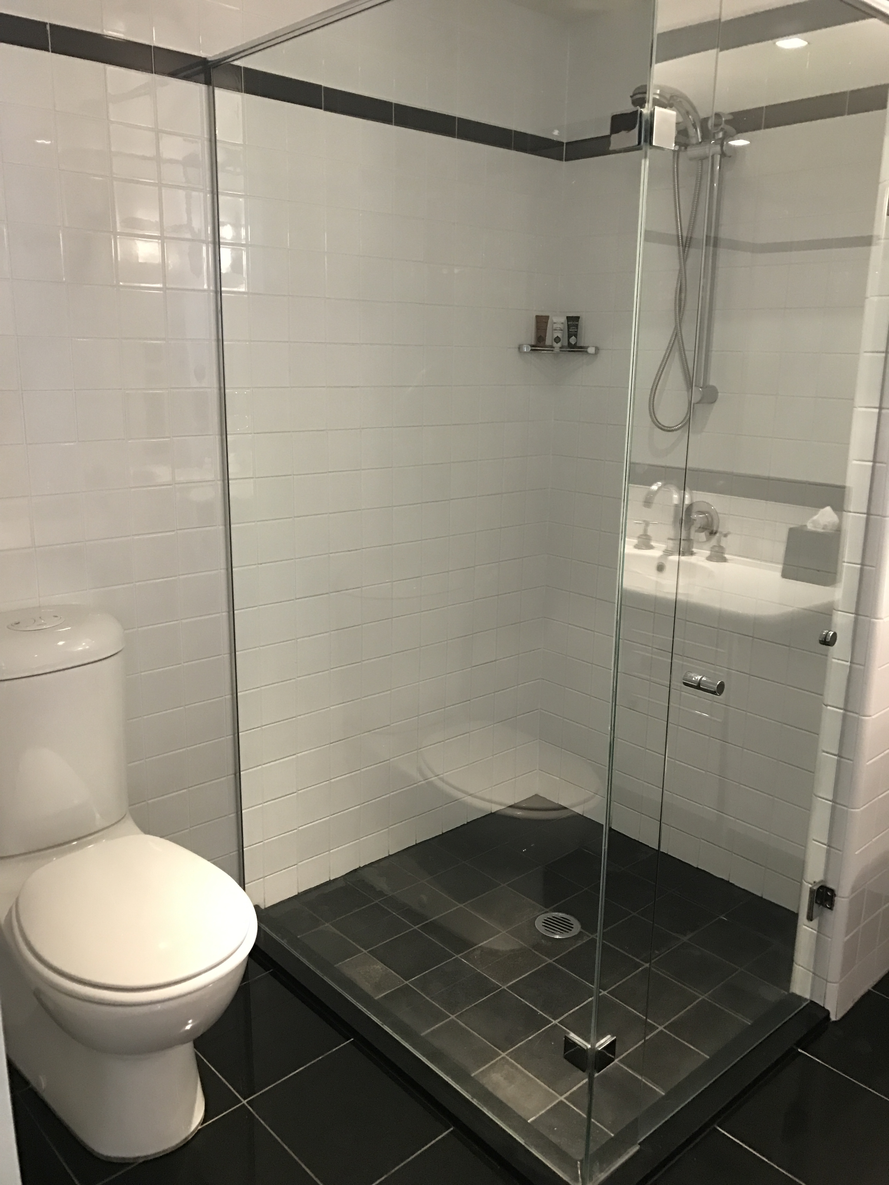 Amora Hotel Jamison Sydney Zimmer Bad
